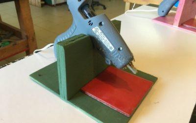 Подставка для клеевого пистолета с керамической плиткой